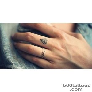 28 Tiny Finger Tattoo Ideas_1